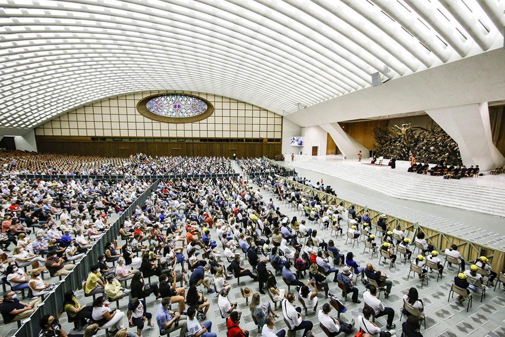 Centenas de pessoas marcaram presença no regresso dos encontros no Auditório Paulo VI