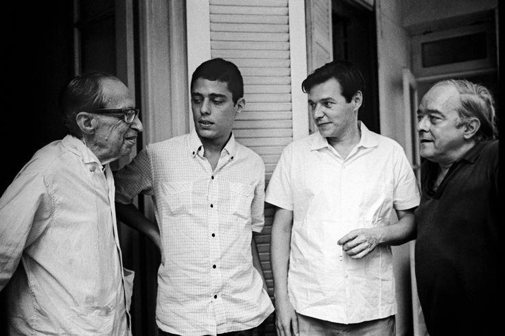 Manuel Bandeira, Chico Buarque, Tom Jobim e Vinicius de Moraes, imagem do documentário de Walter Salles