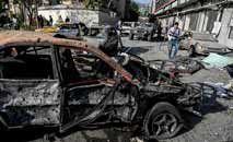 Cena da explosão contra o ministro da Defesa, em Cabul, capital afegã (Wakil Kohsar/AFp)