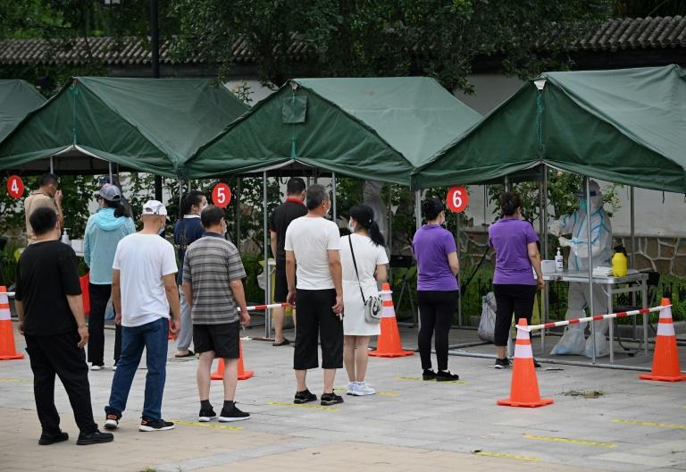 Fila para testes de Covid-19 em Pequim, na China