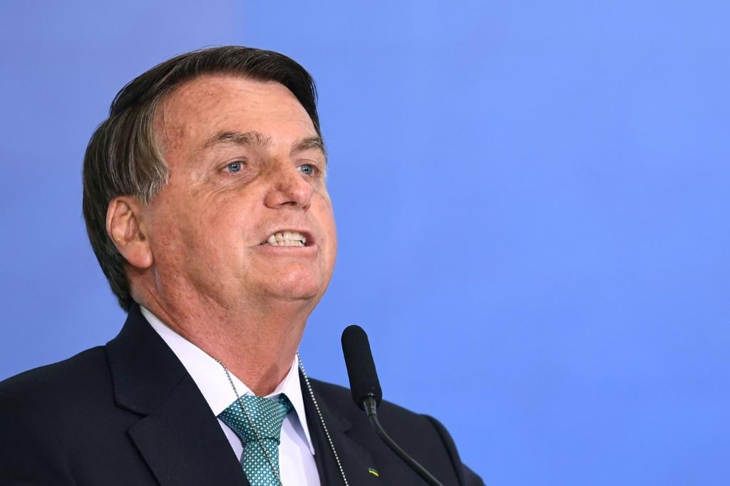 Bolsonaro disse que teve acesso a novas informações que comprovariam a vulnerabilidade do sistema eleitoral. A versão dada por Bolsonaro, entretanto, já havia sido rebatida pelo TSE e veículos de imprensa em novembro do ano passado