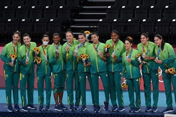 Foi a primeira medalha de prata do vôlei feminino brasileiro