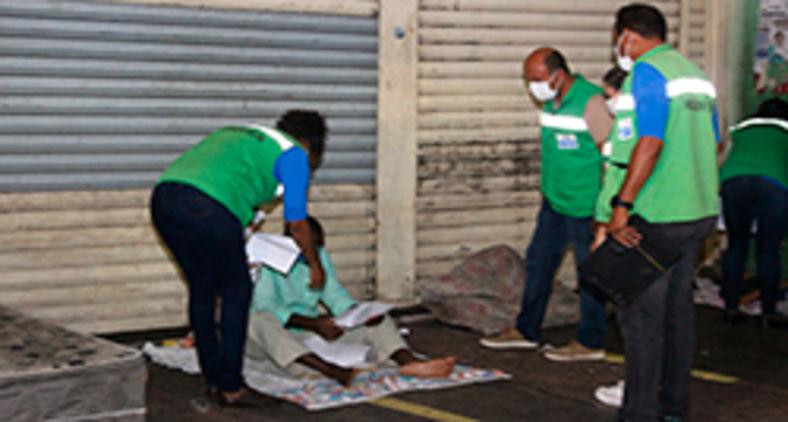 Operação em Salvador aborda pessoas em situação de rua para oferecer acolhida em hotéis sociais (Vítor Santos/Sempre)