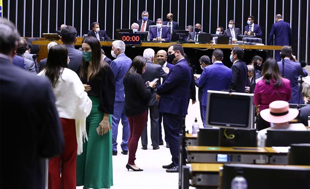 Dos 53 deputados da bancada mineira,  26 votaram a favor e 18