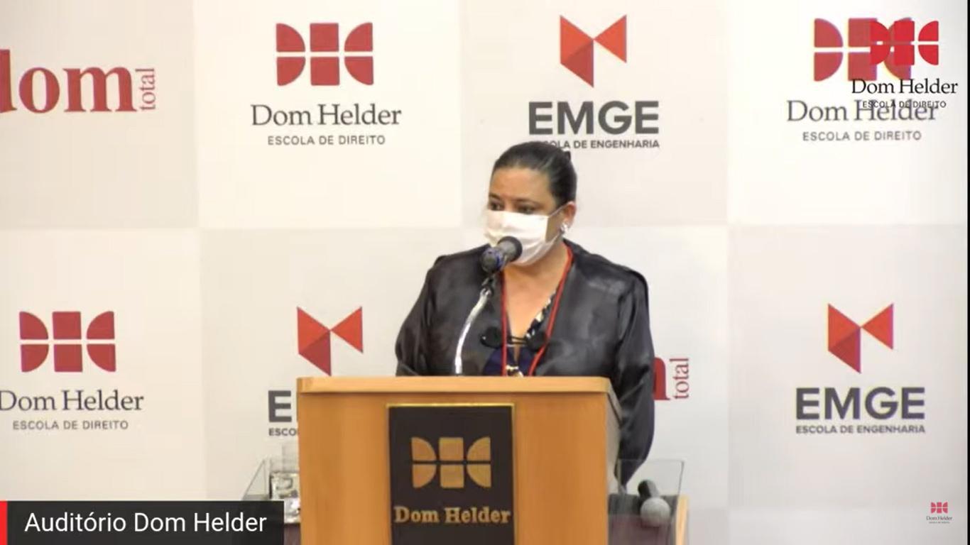 Secretária Acadêmica da Dom Helder, Djoa Braulina.