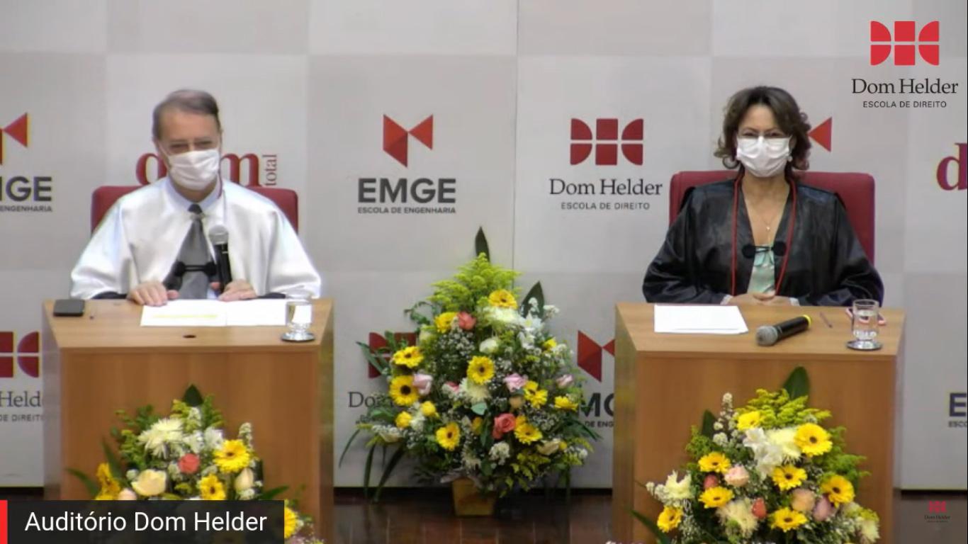 Mesa solene composta pelo reitor da Dom Helder, o professor Paulo Umberto Stumpf SJ, e pela Pró-reitora de Ensino, Anacélia Santos Rocha.