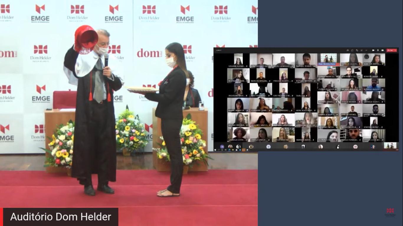 O reitor da Dom Helder, o professor Paulo Umberto Stumpf SJ, conferiu grau aos formandos.