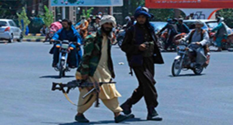 Combatentes talibãs em Herat, Afeganistão, em 14 de agosto de 2021 (AFP)