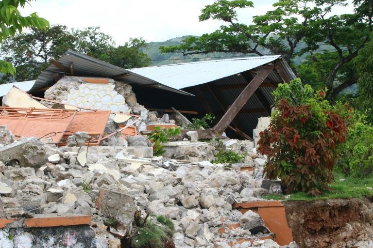 Um edifício destruído em Les Cayes em 15 de agosto de 2021, depois que um terremoto de magnitude 7,2 atingiu a península sudoeste do país