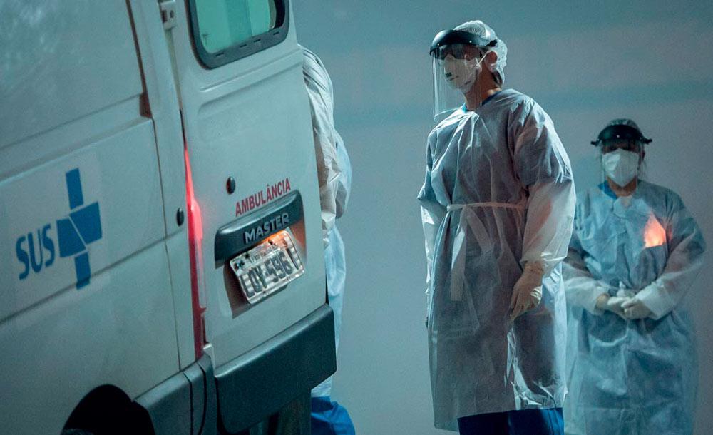 Especialistas manifestam preocupação com a variante Delta, que pode agravar a transmissão antes da vacinação ser completa