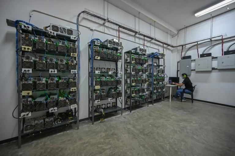 Uma empresa em Caracas se dedica a instalar fazendas de mineração de criptomoedas