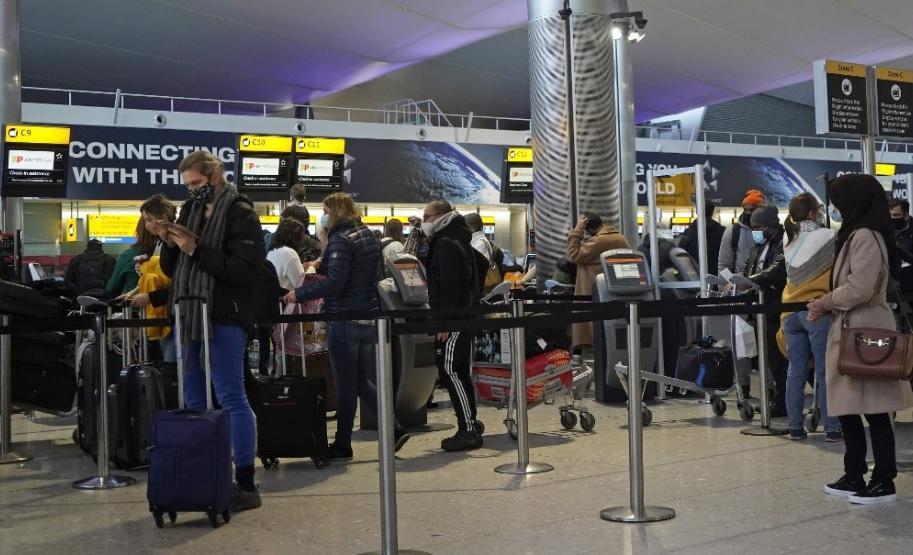 Outros países tem autorização apenas para as viagens consideradas essenciais