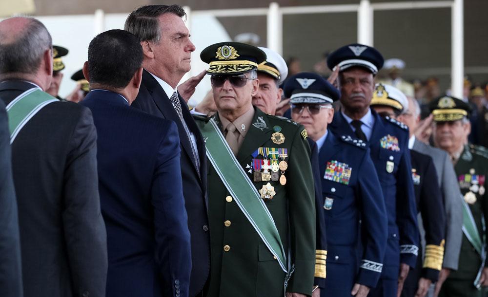presidente veta artigo que punia militares por atentado contra Estado Democrático de Direito