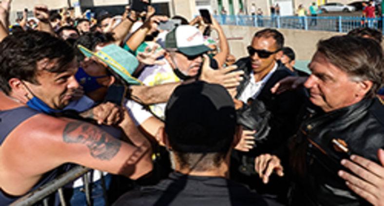 Homem exibe tatuagem com rosto do presidente em Uberlândia (Alan Santos/PR)