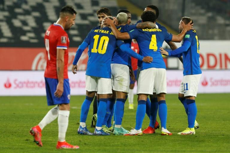Os jogadores do Brasil comemoram gol de  Everton Ribeiro sobre o Chile, pela nona rodada das Eliminatórias Sul-Americanas da Copa do Mundo de 2022