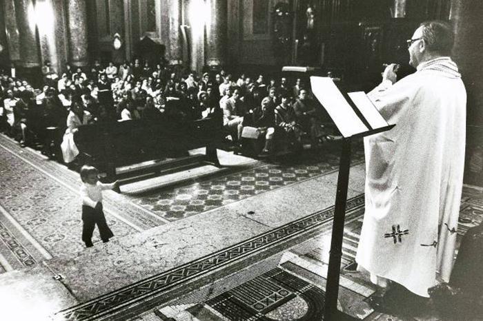 Dom Paulo Evaristo Arns em missa na Sé de São Paulo em 1979