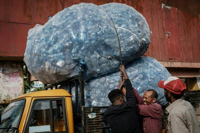 O compromisso se baseia no desenvolvimento da reciclagem química do plástico, na qual os industriais europeus planejam investir