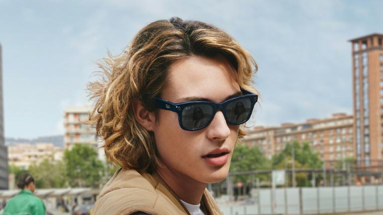 Facebook e Ray-Ban lançam modelo de óculos inteligentes, com distribução sem data informada