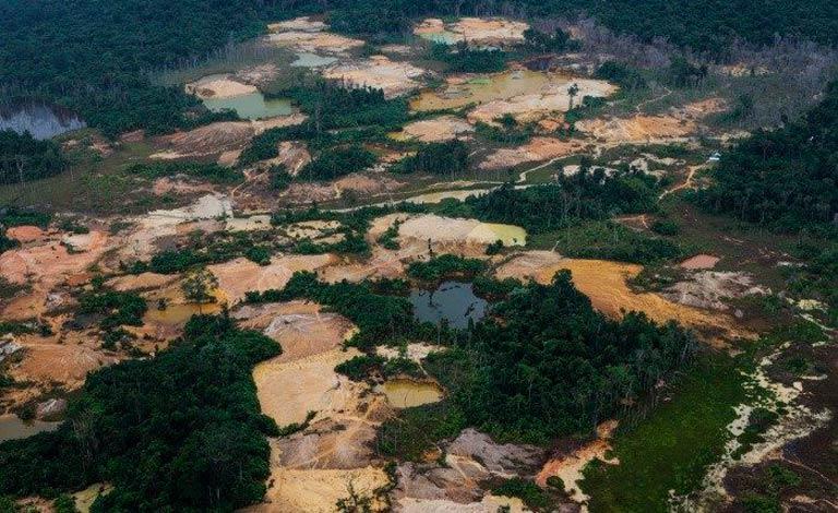 Garimpo na Terra Indígena Ianomâmi: foco de violência e de transmissão de Covid