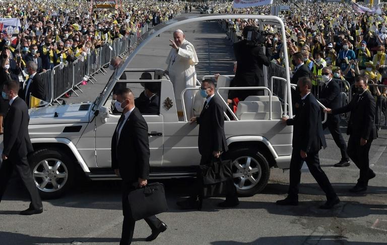 Papa Francisco saúda fiéis em Presov, perto de Kosice, na Eslováquia, em 14 de setembro de 2021