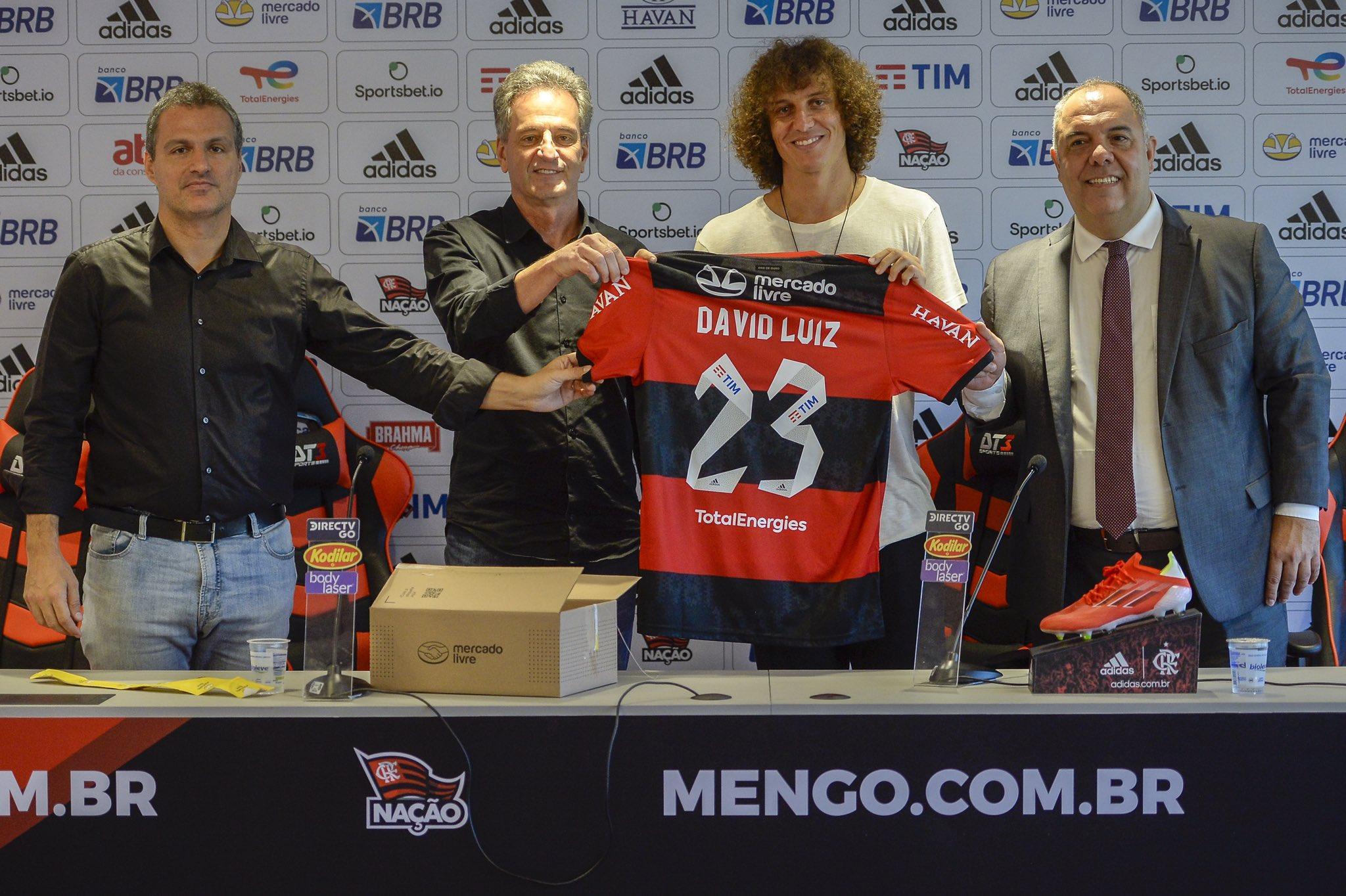 O jogador tem passagens pelo Vitória-BA, Benfica, Chelsea, PSG