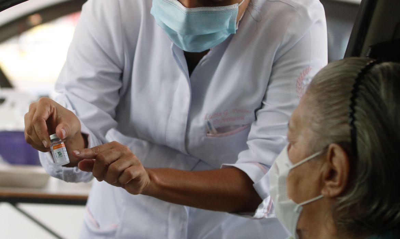 Ministério da Saúde prevê a dose de reforço apenas para quem tem mais de 70 anos