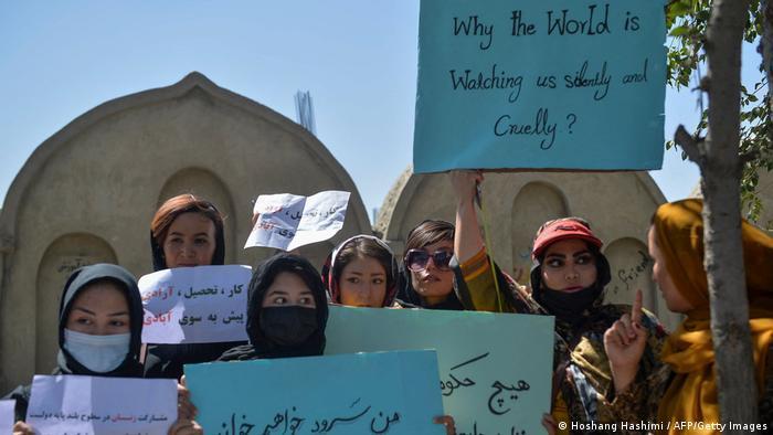 Ativistas dos direitos das mulheres estão à frente dos protestos anti-Talibã no Afeganistão