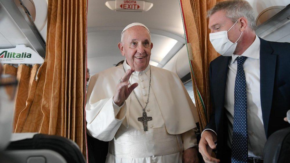 Coletiva de imprensa no voo de regresso a Roma
