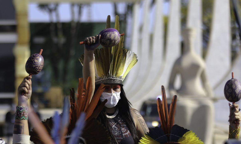 Adiamento frusta expectativa de milhares de indígenas que estão em Brasília
