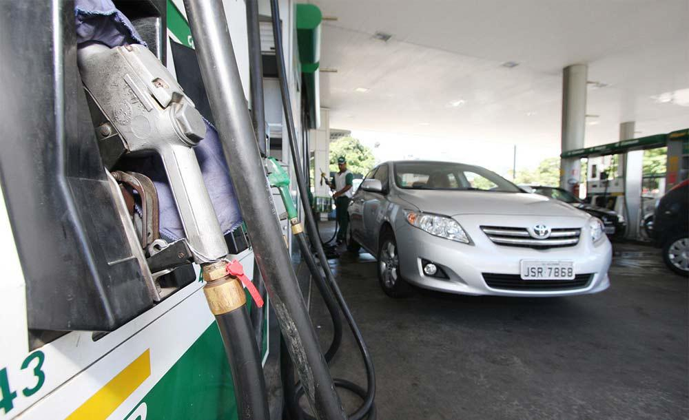 Decreto permite que o posto bandeirado com marca comercial adquira combustíveis de outros fornecedores, desde que informe na bomba.
