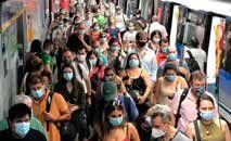 Grande parte da população segue usando máscaras em locais públicos (Metrô/Twitter)