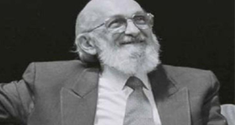 Paulo Freire deu uma grande contribuição à educação para a justiça social e à concepção dialética da educação. (Arte: Instituto Paulo Freire)