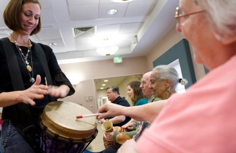 Atividade com pacientes com doença de Alzheimer no Copper Ridge Care Center em Sykesville, Maryland, em 23 de outubro de 2009