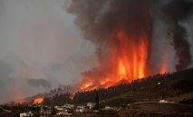 Mais de 100 casas foram destruídas pela lava do vulcão Cumbre Vieja, em erupção nas Canárias (Desiree Martin/AFP)