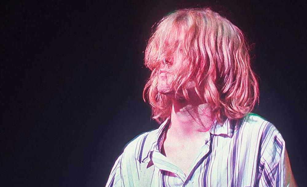 Kurt Cobain e sua postura rebelde teve grande impacto no rock dos anos 90