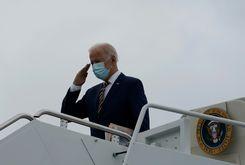 O presidente americano Joe Biden no Air Force One (ALEX EDELMAN/AFP)
