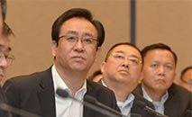 Xu Jiayin (C), fundador da Evergrande, em 5 de junho de 2017 (STR/AFP)