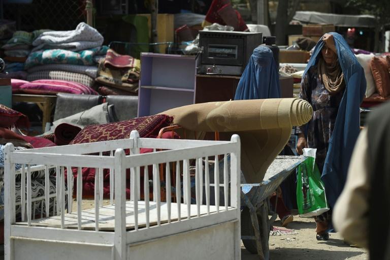 Afegãs foram impedias de trabalhar e estudar durante o regime Talibã de 1996 a 2001