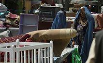 Afegãs foram impedias de trabalhar e estudar durante o regime Talibã de 1996 a 2001 (WAKIL KOHSAR/AFP)
