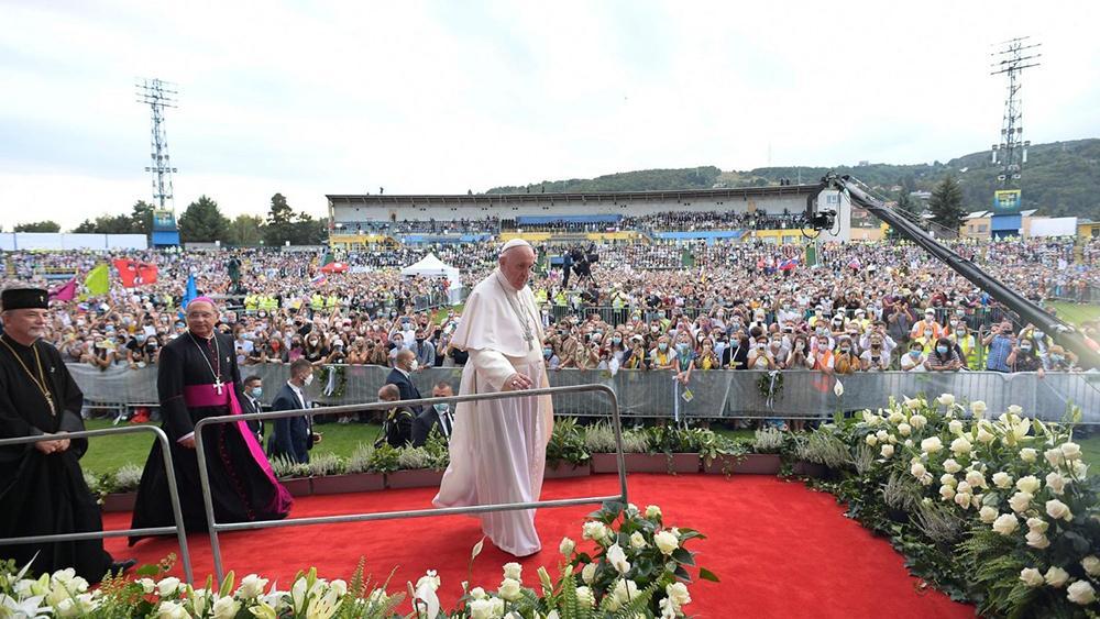 Papa Francisco no encontro com jovens no estádio Lokomotiva, em Kosice