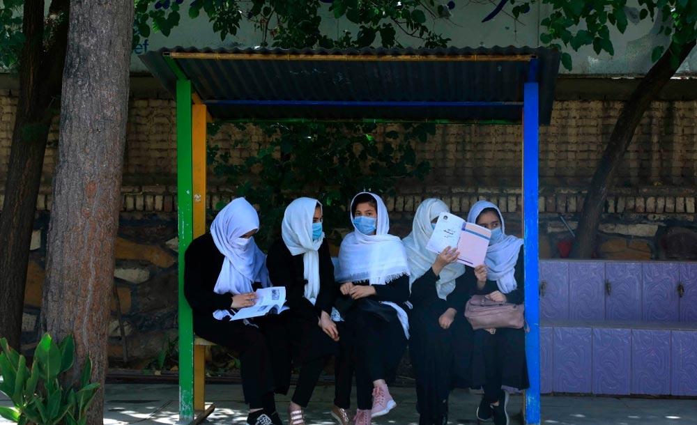 No primeiro governo do Talibã, mulheres eram praticamente excluídas da vida social