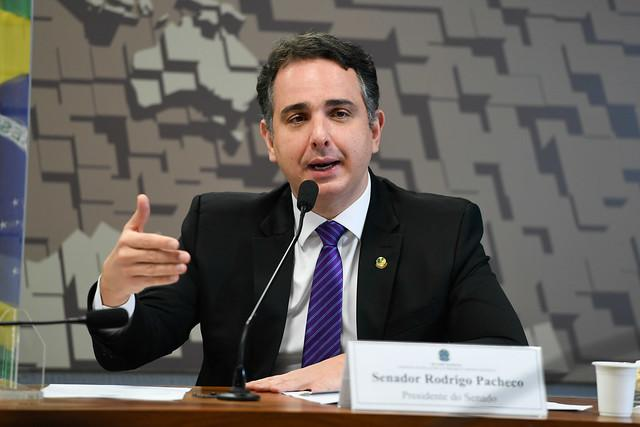Nome de Rodrigo Pacheco ganha força como terceira via