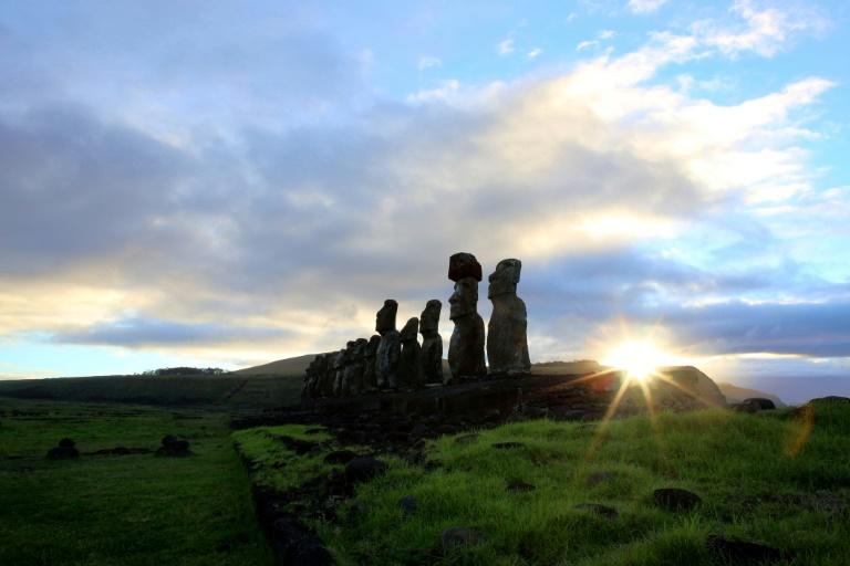 Moáis, estátuas gigantes da Ilha de Páscoa, pertencentes à cultura Rapa Nui