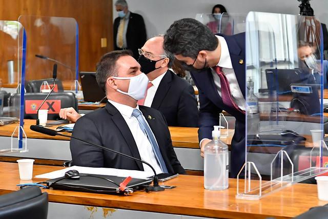 Senador Flávio Bolsonaro tem nome ligado ao caso Covaxin