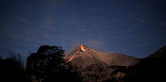 Vulcão do Fogo é um dos três gigantes ativos do território (AFP)