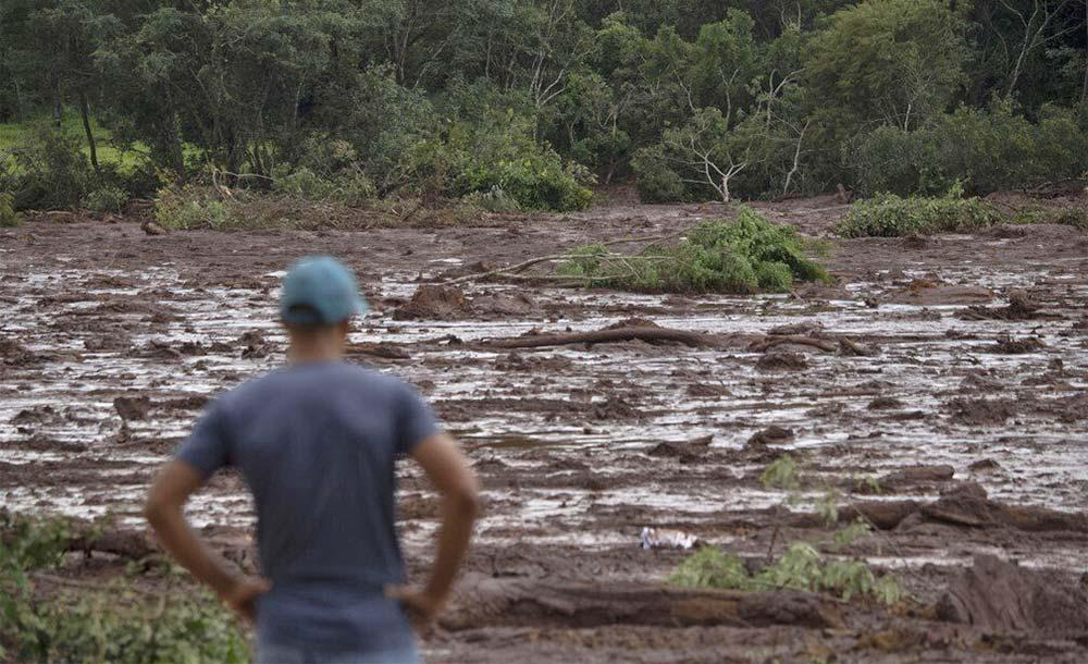O estouro da barragem de Brumadinho, em Minas, soterrou e matou 270 pessoas.