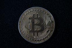 A cotação das criptomoedas, incluindo o bitcoin, registrou grandes flutuações nos últimos meses, em parte devido às regulamentações chinesas (Yuri CORTEZ/AFP)