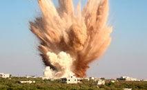 Explosão de bombaem ataque aéreo perto da cidade síria de Kafraya, na província de Idleb (Omar Haj Kadour/AFP)