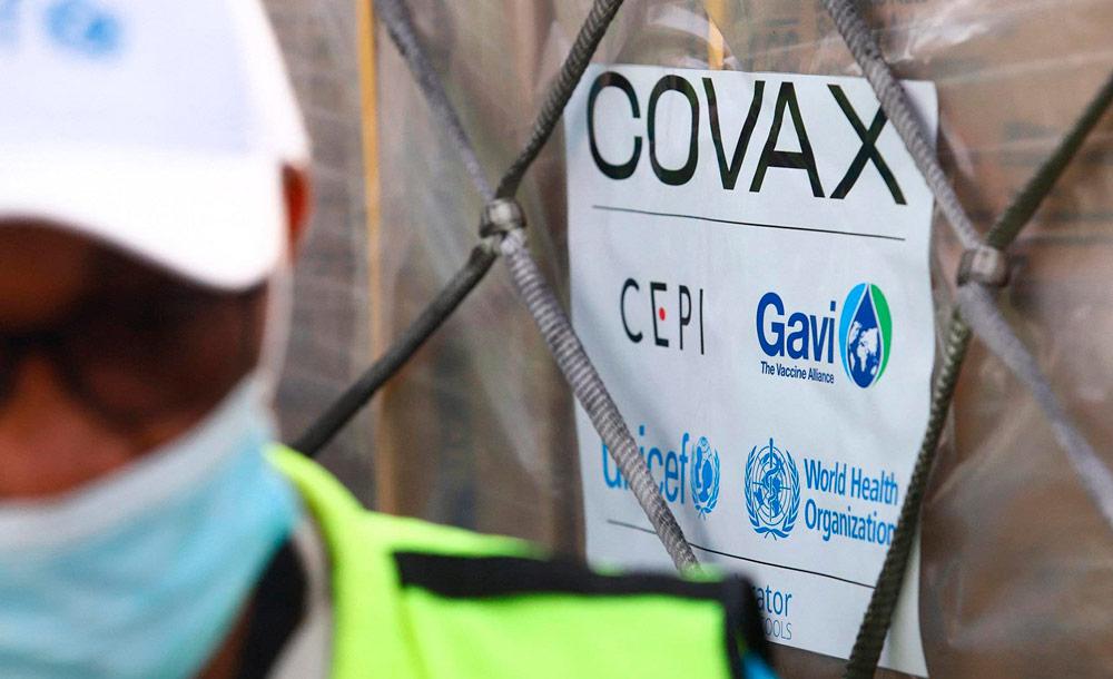 Primeiro carregamento de vacinas do consórcio Covax Facility chega a Acra, capital de Gana