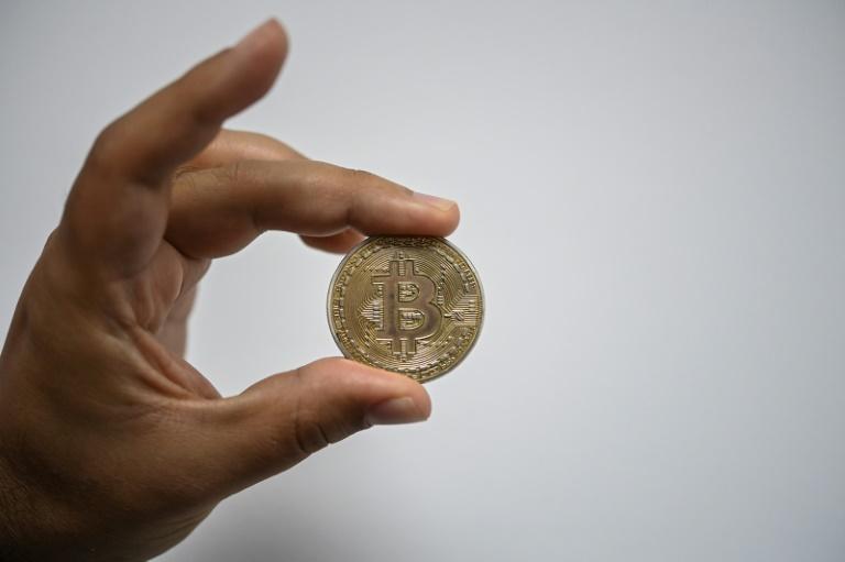 Moeda física representando o bitcoin